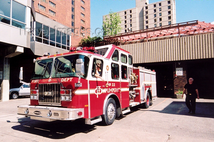canada214: Canada / Kanada - Calgary, Alberta: fire engine leaving the Fire Department - Macloed Trail - photo by M.Torres - (c) Travel-Images.com - Stock Photography agency - Image Bank