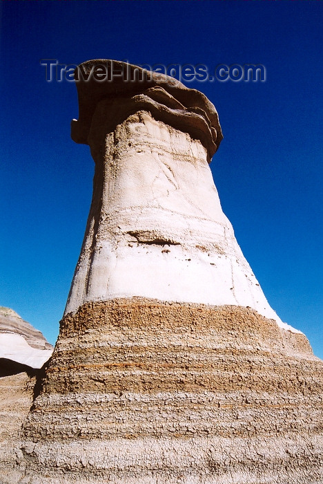 canada220: Canada / Kanada - Drumheller, Alberta: Hoodoos - a rock pinnacle - Hoodoo drive - photo by M.Torres - (c) Travel-Images.com - Stock Photography agency - Image Bank