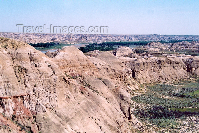 canada222: Canada / Kanada - Dinosaur Provincial Park, Alberta: bad lands - photo by M.Torres - (c) Travel-Images.com - Stock Photography agency - Image Bank