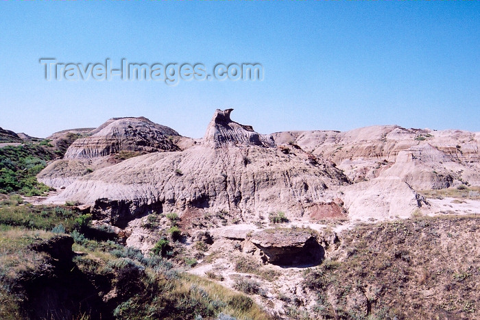 canada223: Canada / Kanada - Dinosaur Provincial Park, Alberta: bad lands and Hoodoo - photo by M.Torres - (c) Travel-Images.com - Stock Photography agency - Image Bank