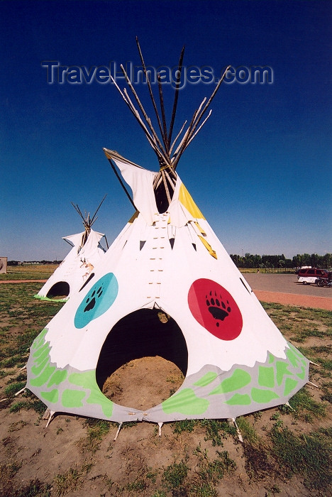 canada228: Canada / Kanada - Medicine Hat, Alberta: Indian teepee - photo by M.Torres - (c) Travel-Images.com - Stock Photography agency - Image Bank