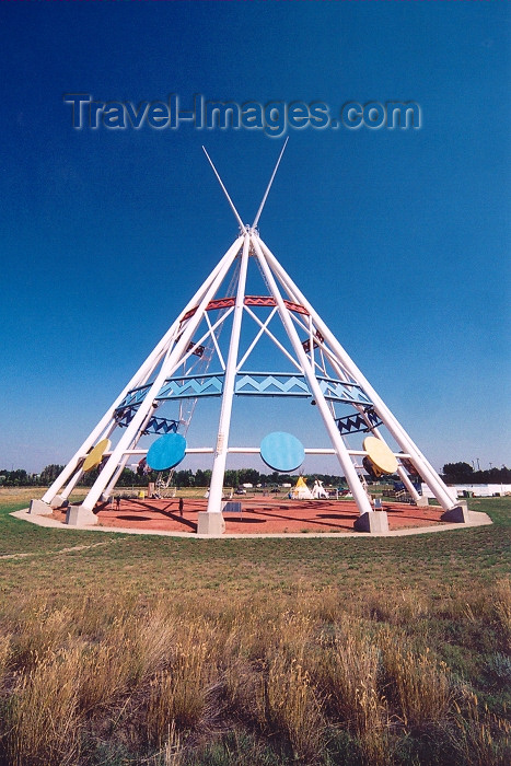 canada230: Canada / Kanada - Medicine Hat, Alberta: the world's largest teepee - photo by M.Torres - (c) Travel-Images.com - Stock Photography agency - Image Bank