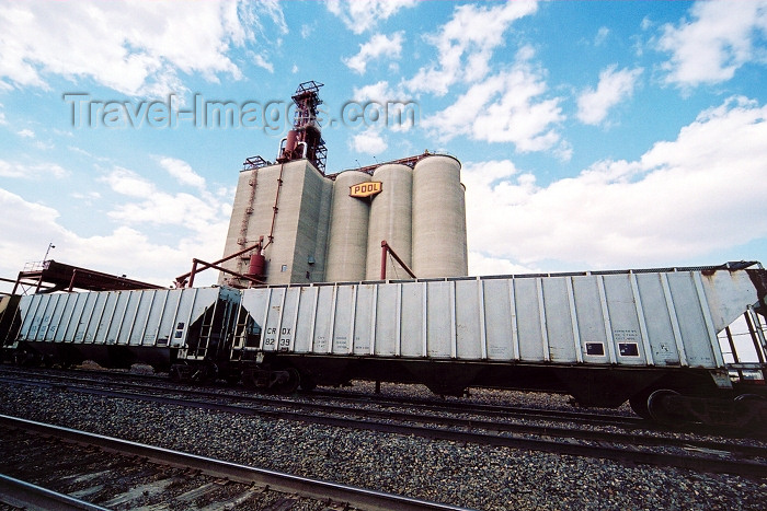 canada231: Canada / Kanada - Maple Creek (Saskatchewan): grain and train - photo by M.Torres - (c) Travel-Images.com - Stock Photography agency - Image Bank