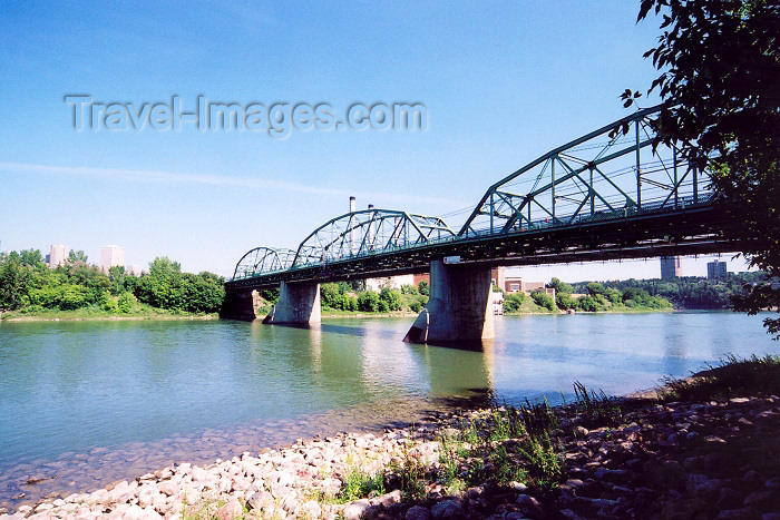 canada233: Canada / Kanada - Edmonton, Alberta: the North Saskatchewan river - truss bridge - photo by M.Torres - (c) Travel-Images.com - Stock Photography agency - Image Bank