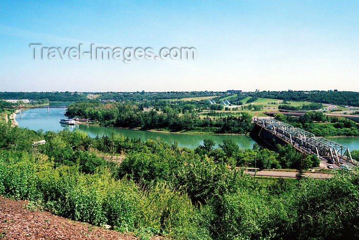 canada246: Canada / Kanada - Edmonton, Alberta: the North Saskatchewan river - from the north bank - photo by M.Torres - (c) Travel-Images.com - Stock Photography agency - Image Bank
