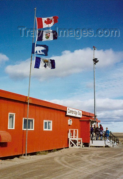 canada25: Canada - Cambridge Bay airport (Nunavut): the 'terminal' - photo by G.Frysinger - (c) Travel-Images.com - Stock Photography agency - Image Bank