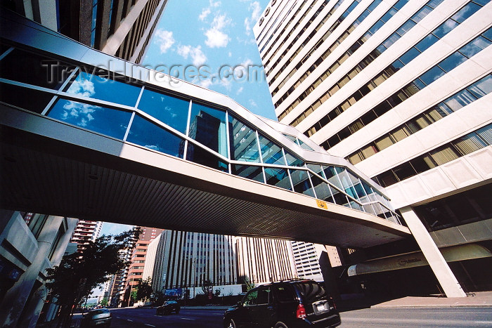 canada258: Canada / Kanada - Calgary (Alberta): the +15 sky bridge system connects buildings in the center (photo by M.Torres) - (c) Travel-Images.com - Stock Photography agency - Image Bank