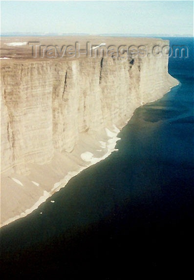 canada26: Canada - Prince Leopold island (Nunavut): flying over the cliffs - photo by G.Frysinger - (c) Travel-Images.com - Stock Photography agency - Image Bank