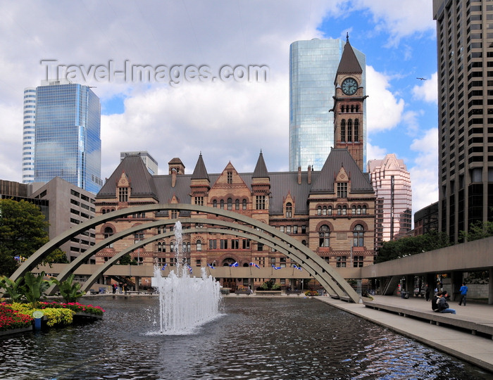 canada283: Toronto, Ontario, Canada: Nathan Phillips Square and the Old City Hall, now the Ontario Court of Justice - the pool becomes a skating rink in winter - Queen St W - photo by M.Torres - (c) Travel-Images.com - Stock Photography agency - Image Bank