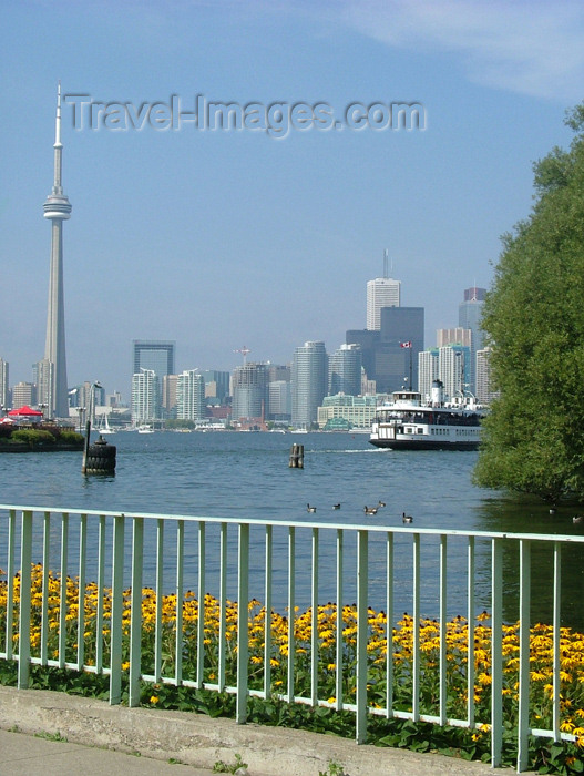 canada289: Toronto, Ontario, Canada / Kanada: view from Centre Island - Toronto skyline - photo by R.Grove - (c) Travel-Images.com - Stock Photography agency - Image Bank