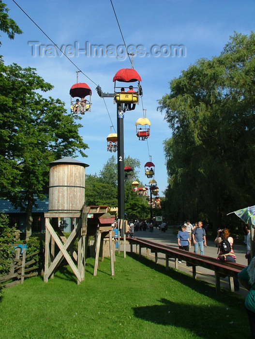 canada296: Toronto, Ontario, Canada / Kanada: cable car - Centre Island - photo by R.Grove - (c) Travel-Images.com - Stock Photography agency - Image Bank