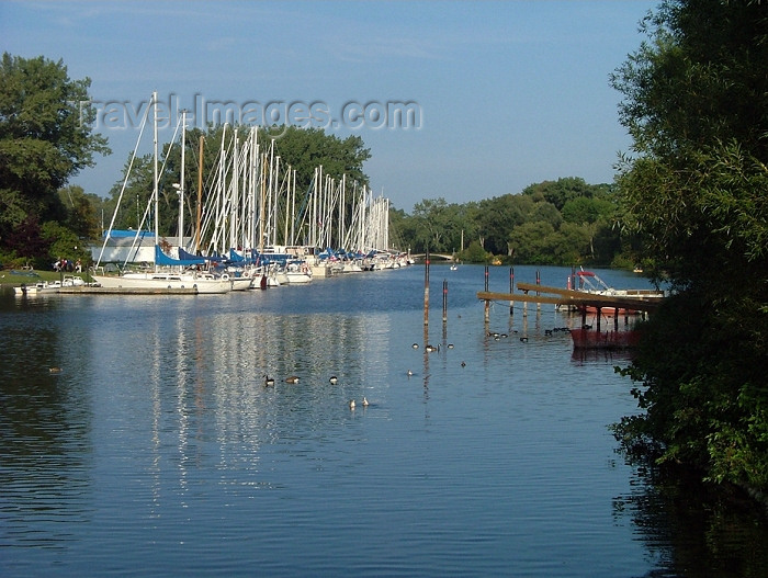 canada297: Toronto, Ontario, Canada / Kanada: yachts - Centre Island, Toronto Islands - the largest urban car-free community in North America - photo by R.Grove - (c) Travel-Images.com - Stock Photography agency - Image Bank