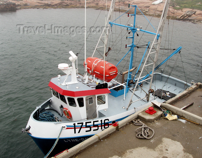 canada303: Harrington Harbour (Quebec): fishing boat - photo by B.Cloutier - (c) Travel-Images.com - Stock Photography agency - Image Bank
