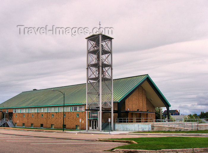 canada312: Sept-Îles (Quebec): barn style church - photo by B.Cloutier - (c) Travel-Images.com - Stock Photography agency - Image Bank