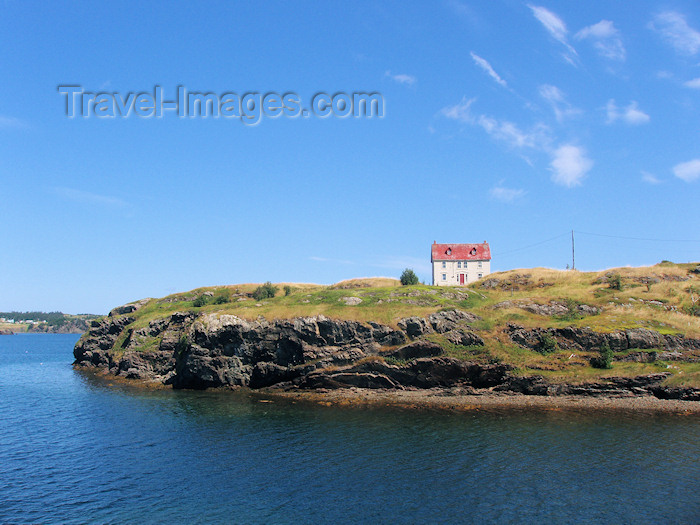 canada338: Canada / Kanada - Trinity, Newfoundland: house by the sea - photo by B.Cloutier - (c) Travel-Images.com - Stock Photography agency - Image Bank