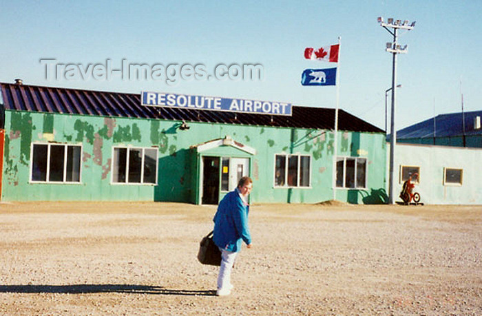 canada364: Resolute bay, Nunavut, Canada: airport - photo by G.Frysinger - (c) Travel-Images.com - Stock Photography agency - Image Bank