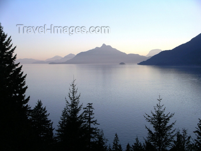 canada387: Canada / Kanada - near Squamish (BC): sea to sky highway - photo by Rick Wallace - (c) Travel-Images.com - Stock Photography agency - Image Bank