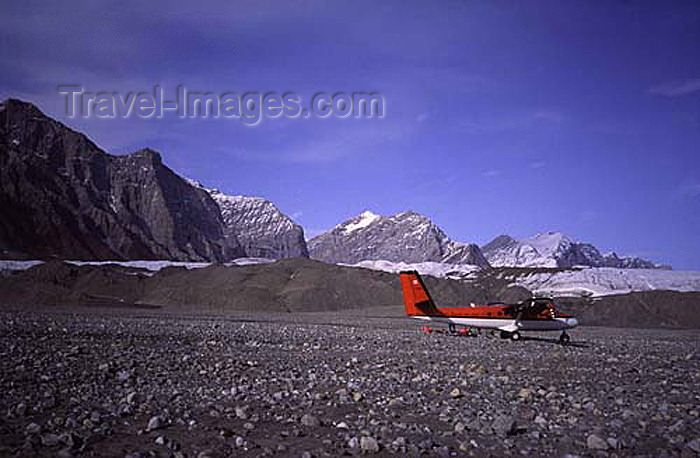 canada390: Canada - Ellesmere Island (Nunavut): Twin Otter aircraft at Hare Fiord - photo by E.Philips - (c) Travel-Images.com - Stock Photography agency - Image Bank