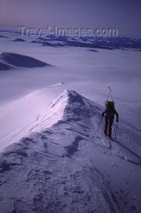canada392: Canada - Ellesmere Island (Nunavut): ascent of Barbeau Peak - photo by E.Philips - (c) Travel-Images.com - Stock Photography agency - Image Bank