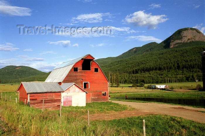 canada397: Canada / Kanada - BC: red farmhouse - barn - photo by G.Friedman - (c) Travel-Images.com - Stock Photography agency - Image Bank