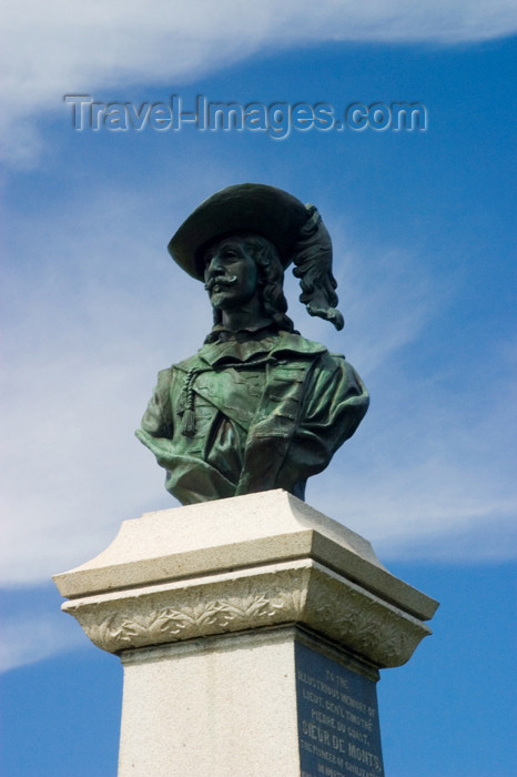 canada407: Statue of Sieur de Monts at the histric fort at Annapolis Royal - photo by D.Smith - (c) Travel-Images.com - Stock Photography agency - Image Bank