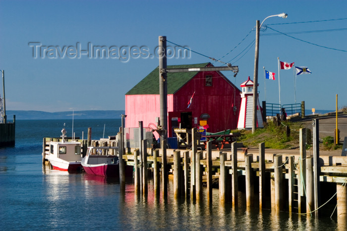 canada409: Scenic view of the Bay of Fundy at Halls Harbour, Nova Scotia, Canada - photo by D.Smith - (c) Travel-Images.com - Stock Photography agency - Image Bank