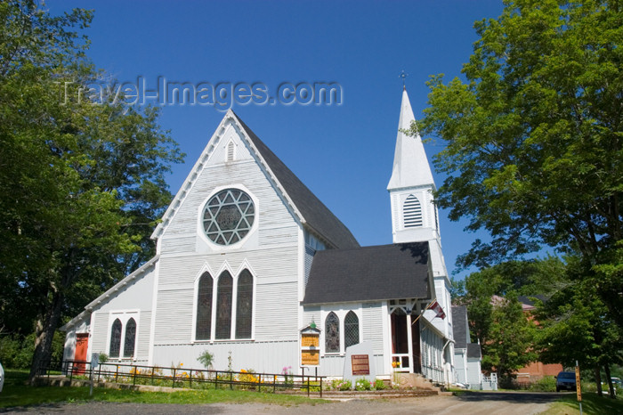 canada413: Scenic view of the histroic Anglican Churh in Digby, Nova Scotia, Canada - photo by D.Smith - (c) Travel-Images.com - Stock Photography agency - Image Bank
