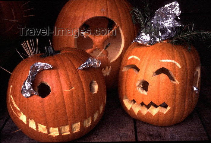 canada44: Canada / Kanada - Vancouver: halloween - carved pumpkins - pumpkins - aboboras - photo by F.Rigaud - (c) Travel-Images.com - Stock Photography agency - Image Bank