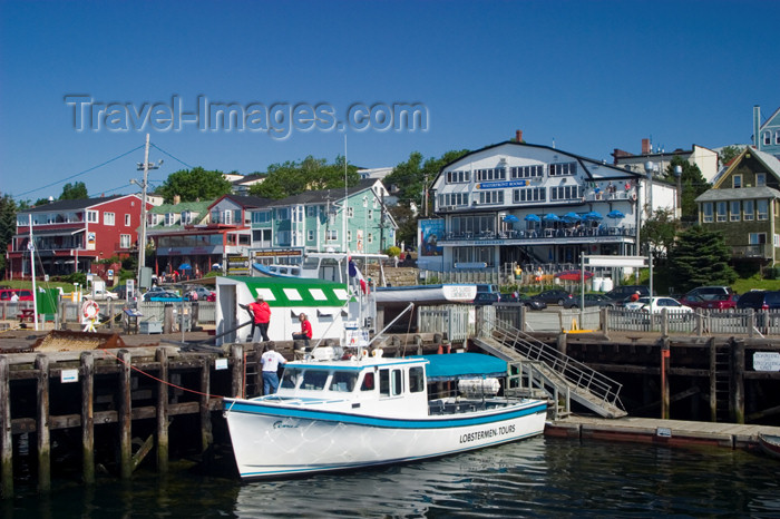 canada445: Scenic views of the historic fishing village of Lunenburg, Nova Scotia, Canada - photo by D.Smith - (c) Travel-Images.com - Stock Photography agency - Image Bank