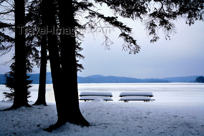 canada462: Canada - Ontario - Algonquin Provincial Park: benches and snow - photo by R.Grove - (c) Travel-Images.com - Stock Photography agency - Image Bank