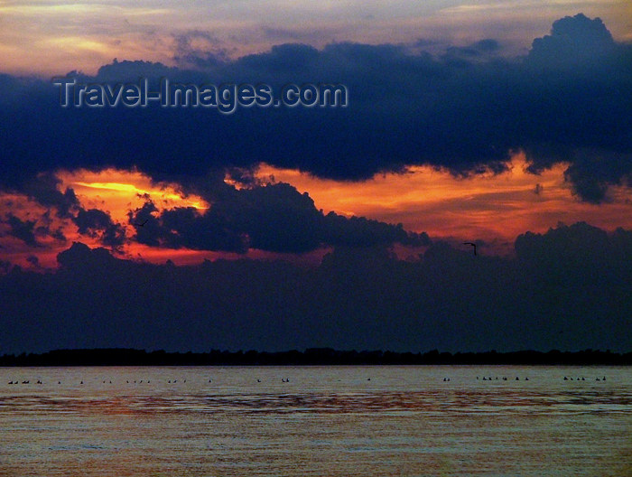 canada466: Canada - Ontario - Lake Erie: dusk - photo by R.Grove - (c) Travel-Images.com - Stock Photography agency - Image Bank