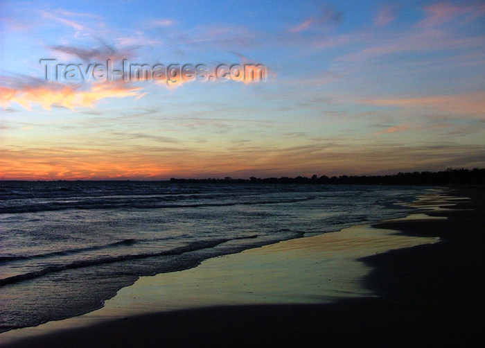 canada467: Canada - Ontario - Lake Erie: beach at sunset - photo by R.Grove - (c) Travel-Images.com - Stock Photography agency - Image Bank
