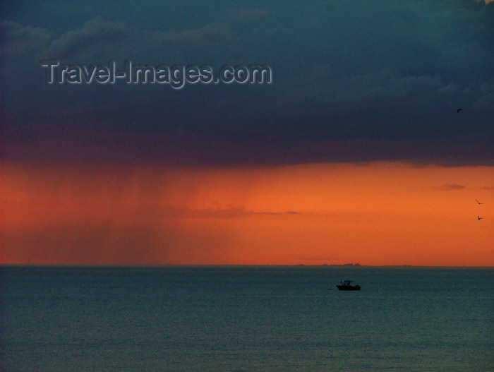 canada470: Canada - Ontario - Lake Ontario: rain against a red sky - photo by R.Grove - (c) Travel-Images.com - Stock Photography agency - Image Bank