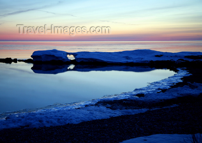 canada475: Canada - Ontario - Lake Superior: snow - photo by R.Grove - (c) Travel-Images.com - Stock Photography agency - Image Bank