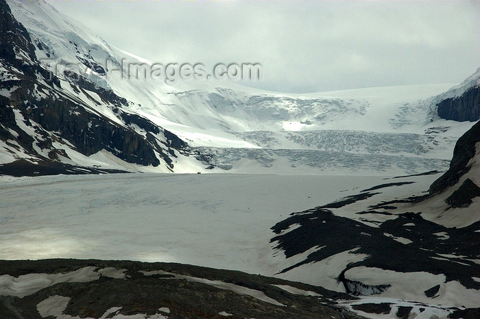 canada49: Icefields Park, Alberta, Canada:  Athabasca Glacier - Columbia Icefield - photo by J.Cave - (c) Travel-Images.com - Stock Photography agency - Image Bank