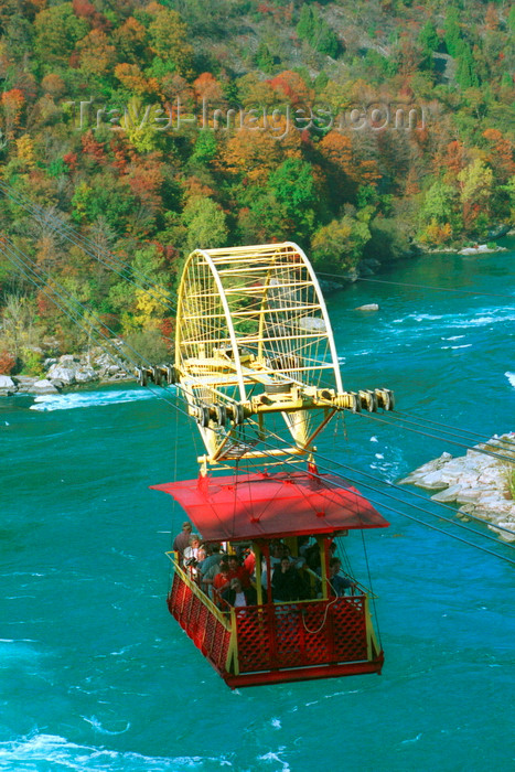 canada51: Niagara Falls, Ontario, Canada / Kanada: Whirlpool Aero Car - designed by Spanish engineer Leonardo Torres y Quevedo - cable car over the Niagara River - Autumn colors - photo by D.Smith - (c) Travel-Images.com - Stock Photography agency - Image Bank