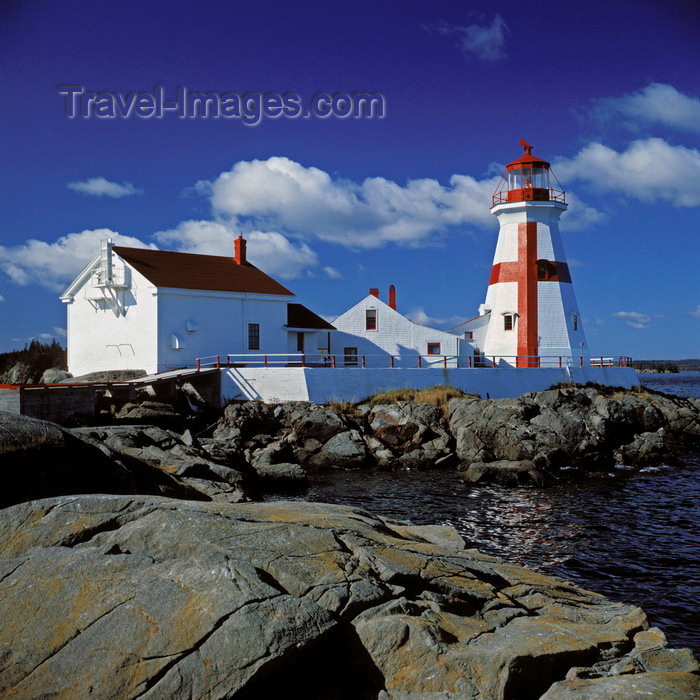 canada53: Campobello Island, New Brunswick, Canada: East Quoddy Head Lighthouse is accessible only during low tide - photo by C.Lovell - (c) Travel-Images.com - Stock Photography agency - Image Bank