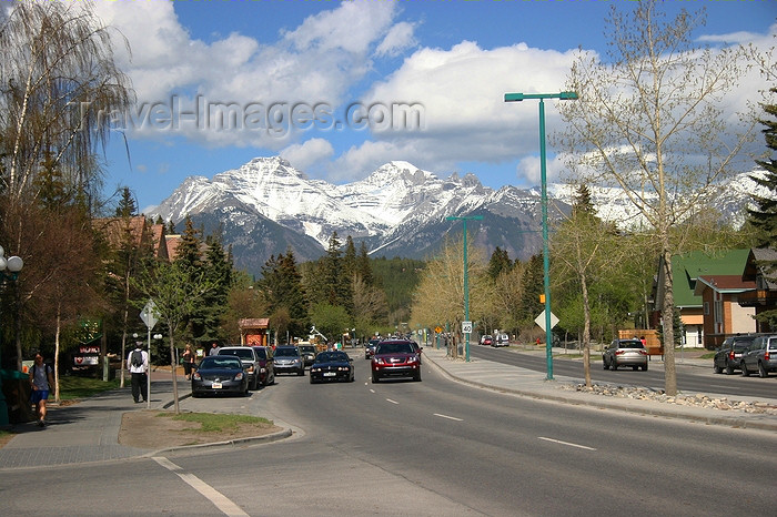 canada539: Banff, Alberta, Canada: street scene with mountains in the horizon - photo by J.Cave - (c) Travel-Images.com - Stock Photography agency - Image Bank