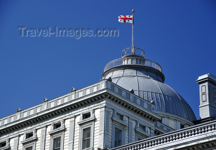 canada575: Montreal, Quebec, Canada: dome of the old Palace of Justice flying the flag of Montreal - architect John Ostell - Vieux palais de justice - Édifice Lucien-Saulnier - Rue Notre Dame - Vieux-Montréal - photo by M.Torres - (c) Travel-Images.com - Stock Photography agency - Image Bank