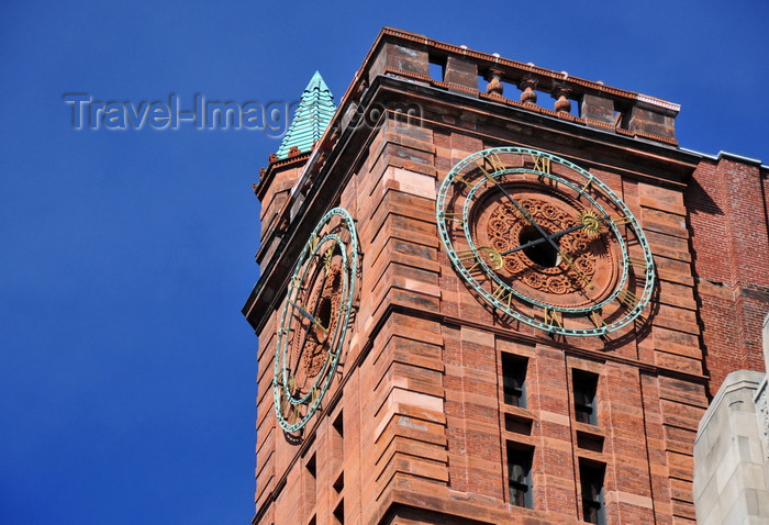 canada590: Montreal, Quebec, Canada: ornate clock tower of the New York Life building / Édifice Montreal Trust / Quebec Bank Building - Babb, Cook & Willard architects - Place d'Armes - Vieux-Montréal - photo by M.Torres - (c) Travel-Images.com - Stock Photography agency - Image Bank