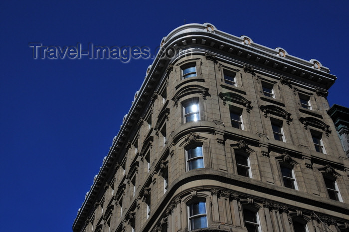 canada595: Montreal, Quebec, Canada: Great Scottish Life Insurance Building / Hotel Place d'Armes - Second Empire style - architects Daniel B. Wily and John Williams Hopkins - Place d'Armes - Vieux-Montréal - photo by M.Torres - (c) Travel-Images.com - Stock Photography agency - Image Bank