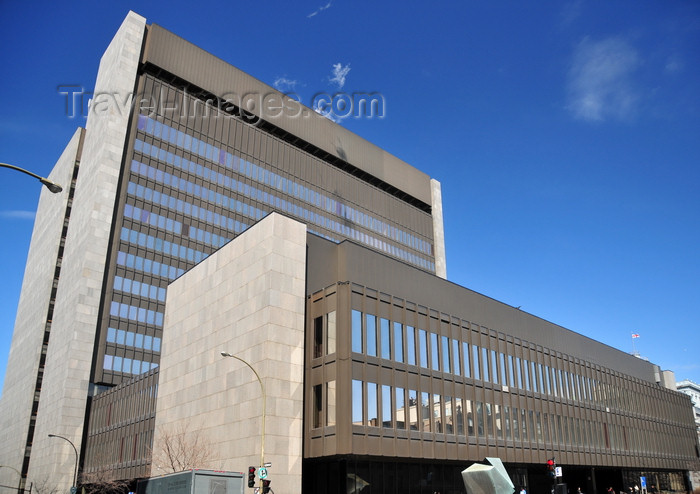 canada596: Montreal, Quebec, Canada: the modern courthouse - Palace of Justice - Pierre Boulva and Jacques David architects - Palais de justice moderne - view from blvd Saint-Laurent, corner rue Notre-Dame Est - Vieux-Montréal - photo by M.Torres - (c) Travel-Images.com - Stock Photography agency - Image Bank