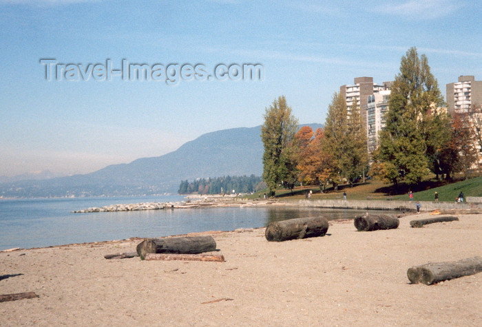 canada6: Canada / Kanada - Vancouver: Logs on the beach - English bay - photo by M.Torres - (c) Travel-Images.com - Stock Photography agency - Image Bank