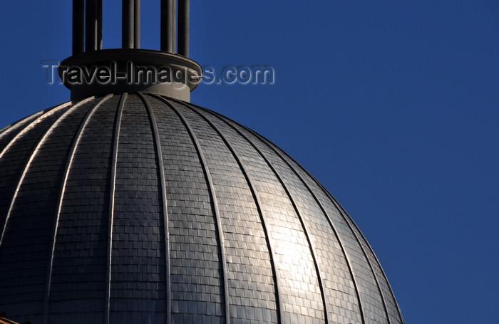 canada601: Montreal, Quebec, Canada: tin-plated dome of Marché Bonsecours - Rue de La Commune / Rue St-Paul - Vieux-Montréal - photo by M.Torres - (c) Travel-Images.com - Stock Photography agency - Image Bank