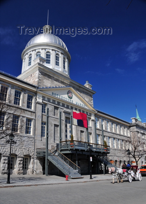 canada609: Montreal, Quebec, Canada: Bonsecours market and caleche on Rue de La Commune - Neo-classical style - architects William Footner and George Browne - Vieux-Montréal - photo by M.Torres - (c) Travel-Images.com - Stock Photography agency - Image Bank