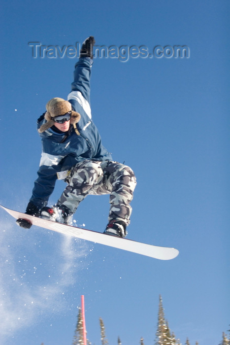 canada653: Kamloops, BC, Canada: snowboarder at Sun Peaks ski resort - model and property released - photo by D.Smith - (c) Travel-Images.com - Stock Photography agency - Image Bank