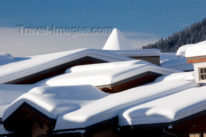 canada655: Kamloops, BC, Canada: snow covered roofs at Sun Peaks ski resort - photo by D.Smith - (c) Travel-Images.com - Stock Photography agency - Image Bank