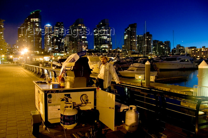 canada661: Vancouver, BC, Canada: hot dog seller in Coal Harbour - nocturnal - photo by D.Smith - (c) Travel-Images.com - Stock Photography agency - Image Bank