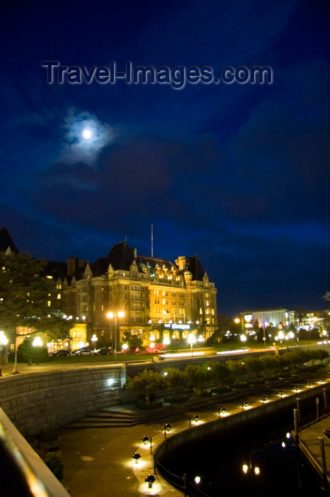 canada668: Victoria, BC, Canada: Empress Hotel, Government Street facing the Inner Harbour - nocturnal view - architect Francis Rattenbury - château-style - photo by D.Smith - (c) Travel-Images.com - Stock Photography agency - Image Bank