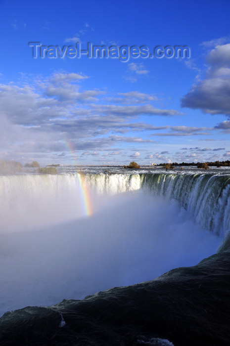 canada692: Niagara Falls, Ontario, Canada: rainbow at Horseshoe Falls - view from the edge, near Table Rock - photo by M.Torres - (c) Travel-Images.com - Stock Photography agency - Image Bank